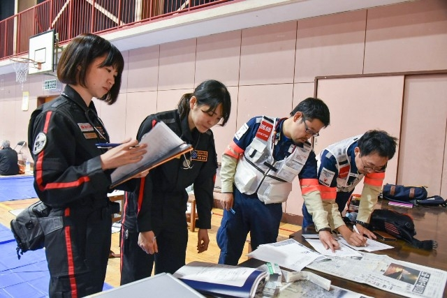 The Saga Shimbun <Typhoon No.19> The Airborne Rescue and Medical Team Discusses Their Medical Assistance in Nagano